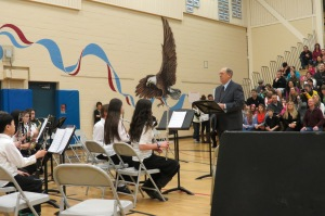 Glenn Ledbetter prepares to conduct Skyview Jr. High School's second-year band, 1 April 2014