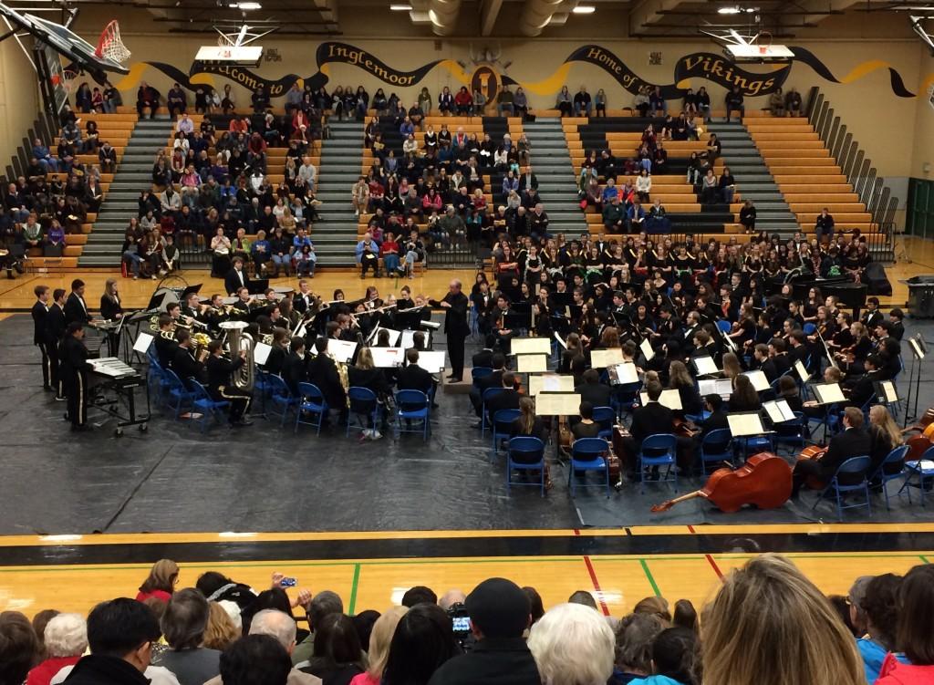 Mr. Jim Rice conducts IHS Symphonic Band